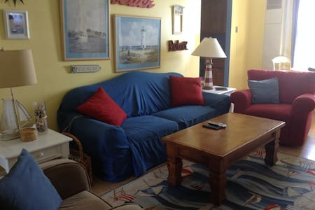 Cozy 3 Bed/2 Bath JUST STEPS TO BEACH . WEEKLY