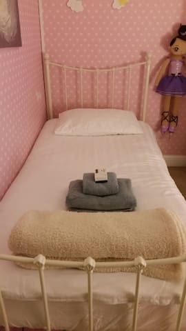 Single bedroom, near seafront - Hove