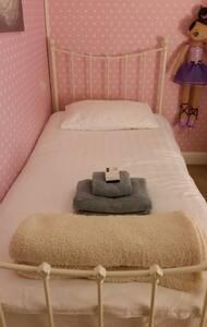 Single bedroom, near seafront - Hove - Huoneisto