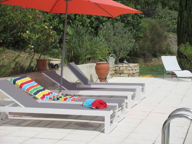 Haut de villa avec piscine, près d'Aix-en-Provence