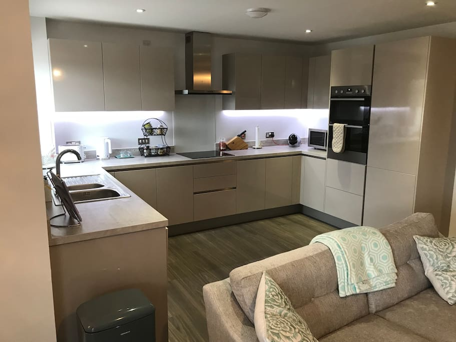 Kitchen. Fully equipped with oven, fridge, dishwasher, microwave and main appliances