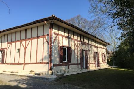 """CHAMBRE  """" MARINE A LA BERGERIE """" - Saint-Vincent-de-Tyrosse - Dům"""