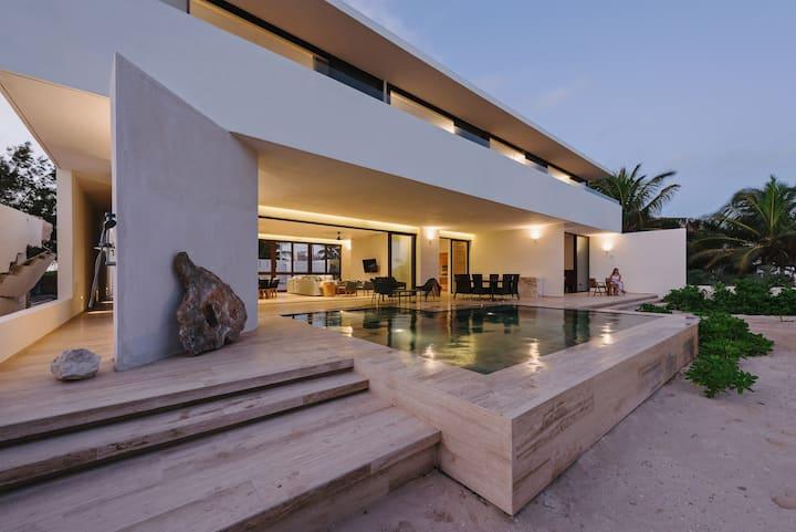 Increíble casa nueva frente al mar