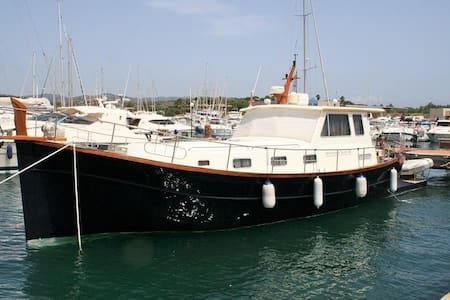 """Bed & Boat su """"CIRCE"""" a Marzamemi - Marzamemi"""