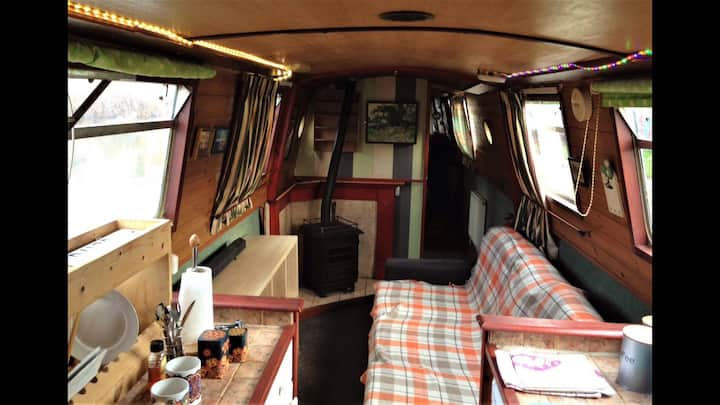 Comfy London Canal Houseboat: Rental or Staycation