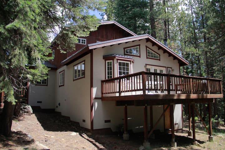 3 bedroom 3 bath Truckee house, Tahoe Donner