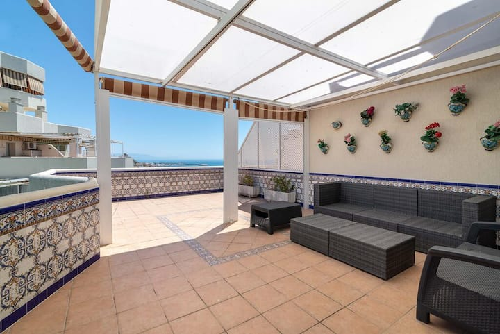 BenalBeach. Large terrace with Jacuzzi. Reformed.