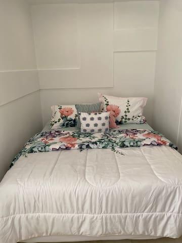 Habitación con A/C, cama Queen, Wifi y TV