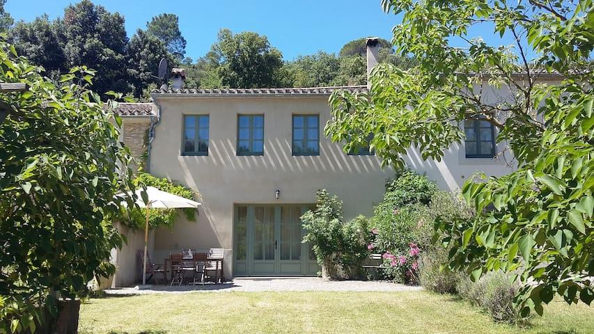 Stylish farmhouse in sunny Cathar Country