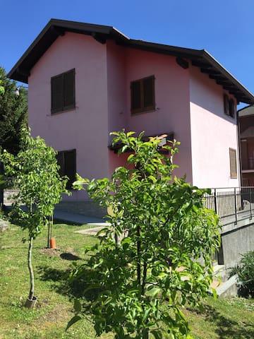 Sunny house near Iseo lake - Pianico - Casa