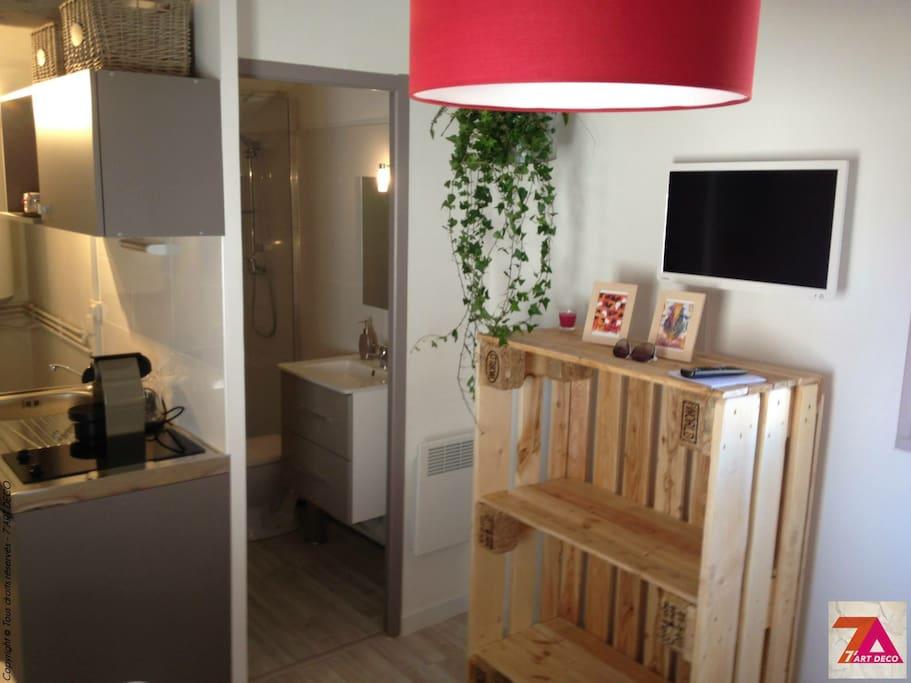 studio au coeur de n mes appartements louer n mes languedoc roussillon france. Black Bedroom Furniture Sets. Home Design Ideas