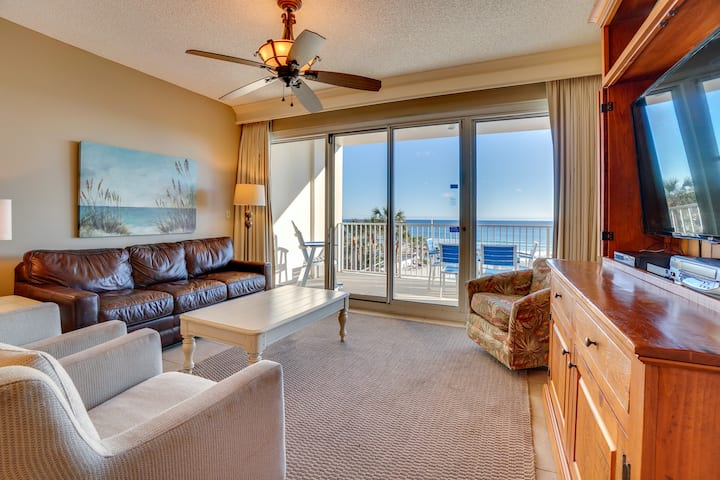 Tides 205 - Gorgeous beachfront condo with all the comforts of home, 2 pools