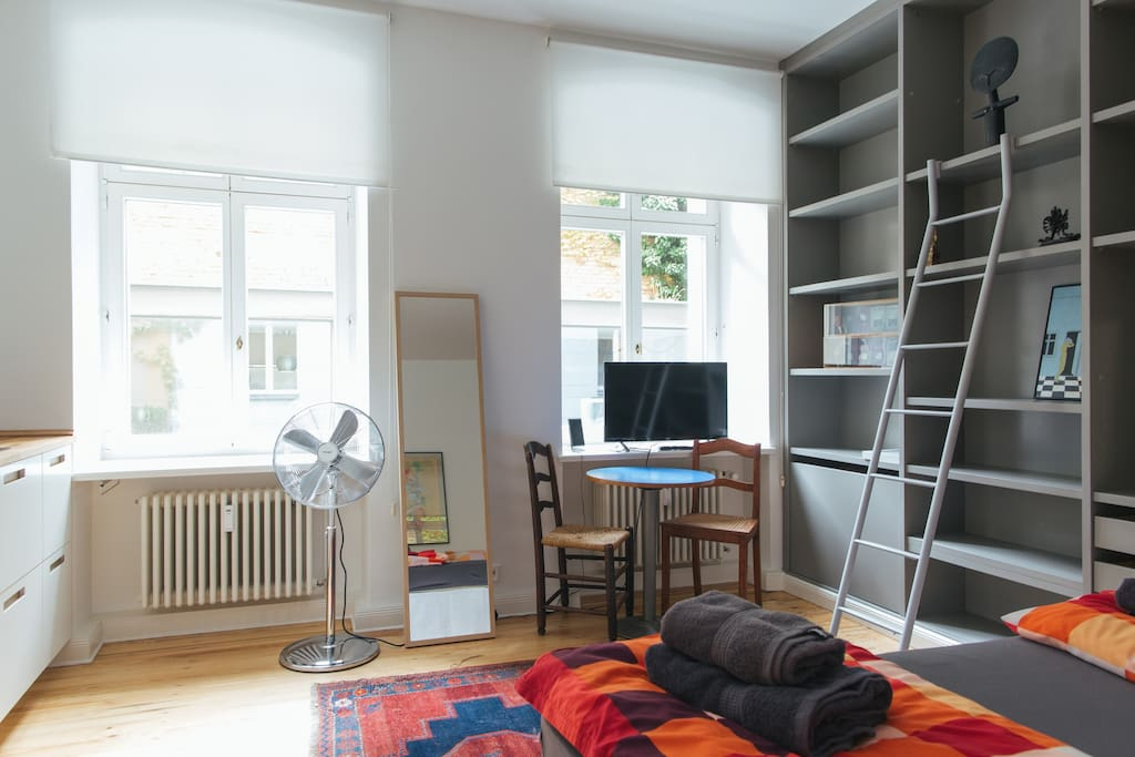 new design studio line 1 lofts louer berlin berlin. Black Bedroom Furniture Sets. Home Design Ideas