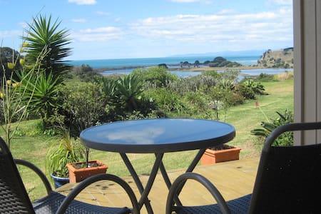 Self contained with coastal views. - Opotiki