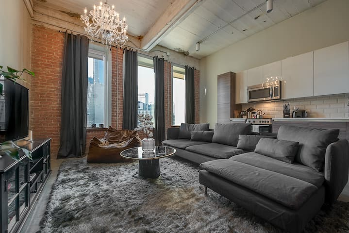 1BR High End Industrial Living in Downtown Dallas
