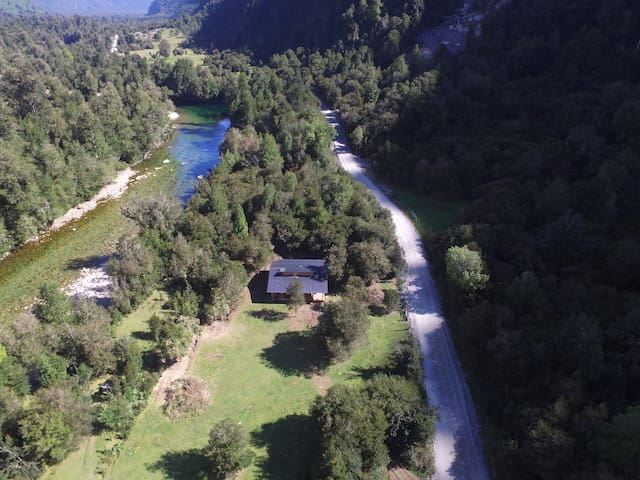 Vista aérea Refugio Valle Cochamó.