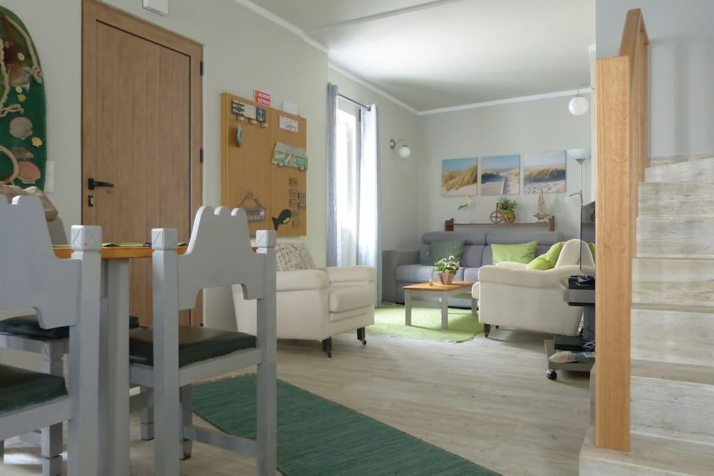 sala em fundo com sofá cama