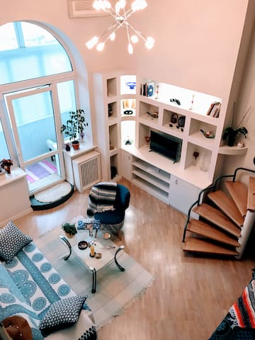 Cozy 1,5-level apartment in Center of Kyiv