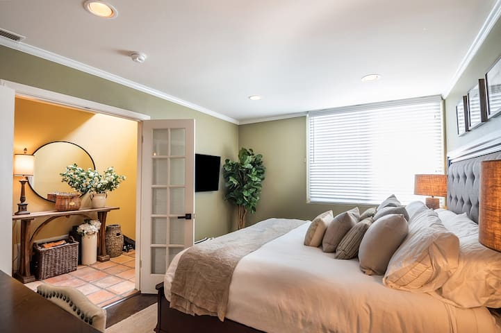 Key to your own private suite. Only room on this level. TV is 43 inch 4k smart TV. All channels, netflix, amazon tv, movies through spectrum TV app. Highest quality bedding. Free maid service if you want and laundry done on your request.