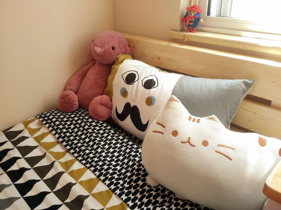 有兔兔和猫猫伴您入睡,一个人也不孤独啦~~