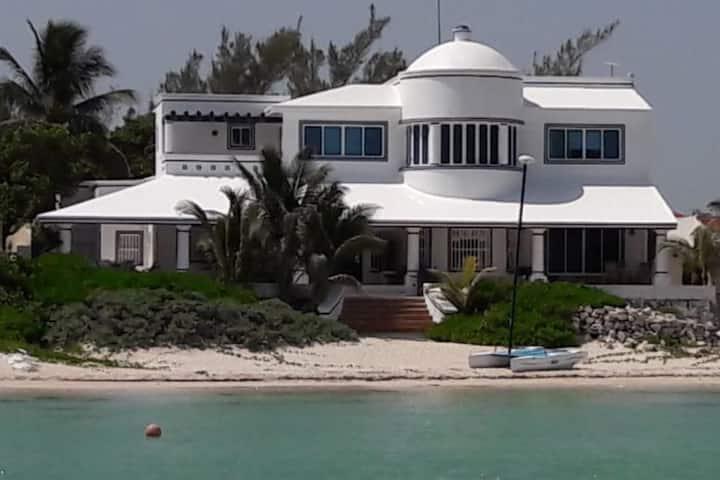 Casa Blanca BEACHFRONT