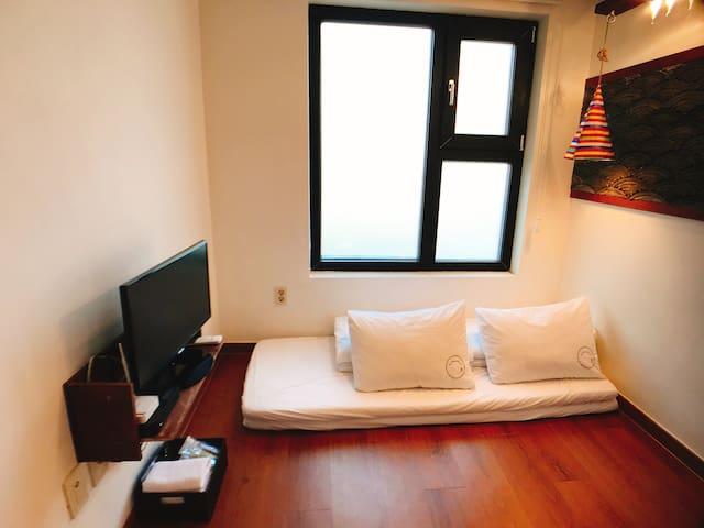 홍대 Hongdae Guest House #01