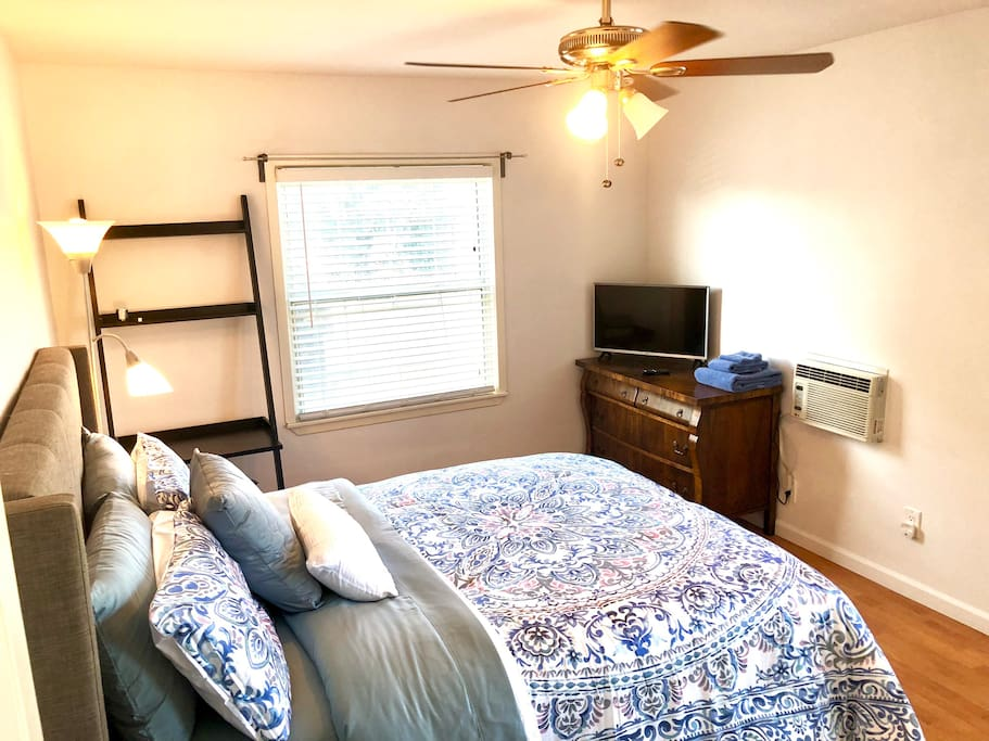 Private bedroom with queen size bed, desk, A/C unit, ceiling fan, TV (Netflix and Amazon).