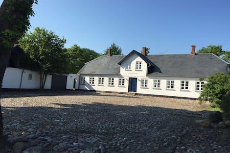 Slægtsgården Vestergaard - Ærøskøbing - Villa
