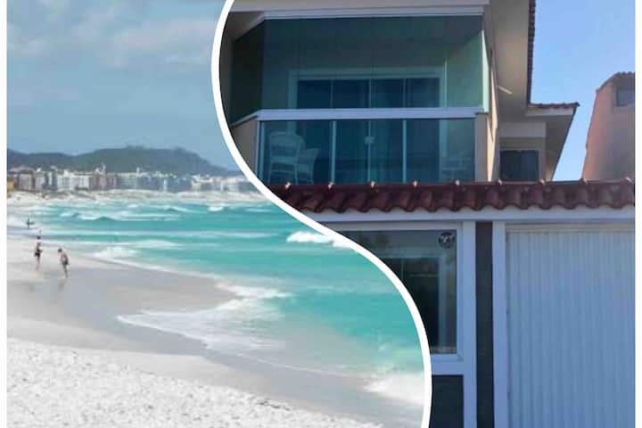 Casa de frente para praia, 4 Suítes.