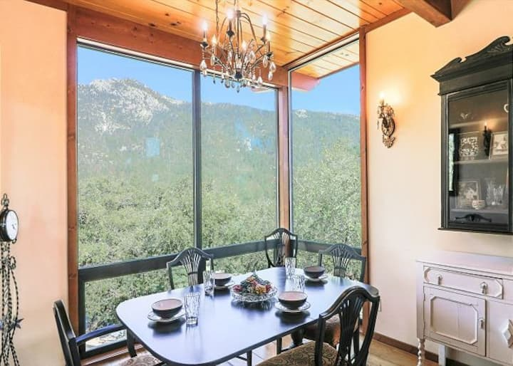 Falling Leaf: Stunning Views & Close to Town