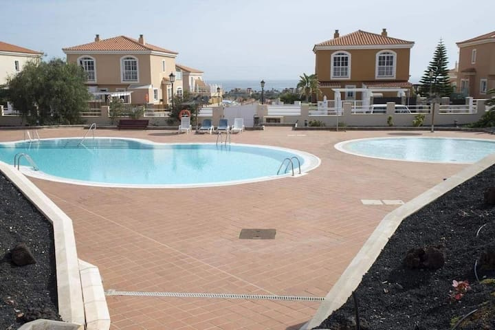 Majestic Holiday Home in Caleta de Fuste with Swimming Pool
