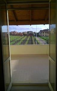 """Stanza arancio """"La chaise longue"""" - Giugliano in Campania (Licola)"""