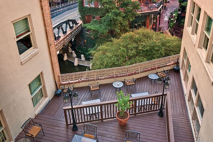 Upscale San Antonio 1BR apartment