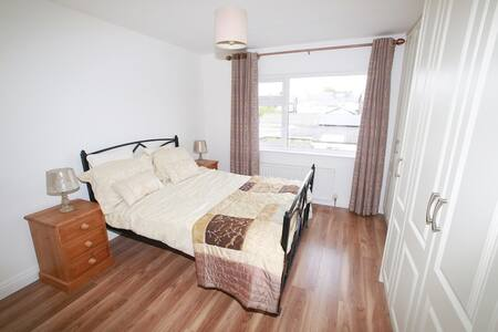 Double room 15mins by bus from city centre - Clontarf