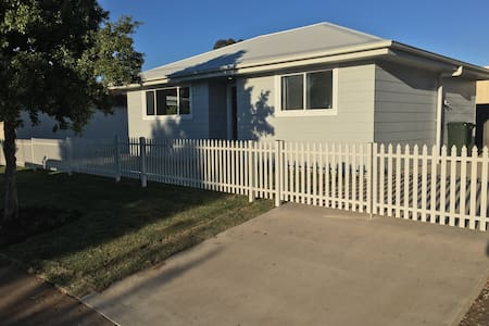 Brand new two Bedroom cottage - Dubbo