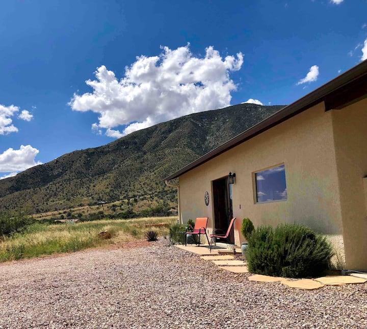 Huachuca Cottage, a Healthy Haven w/hi-speed WiFi