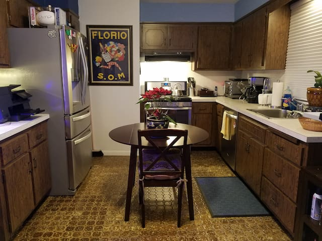 Private 1 Bedroom Apt. Close to Train for NYC.