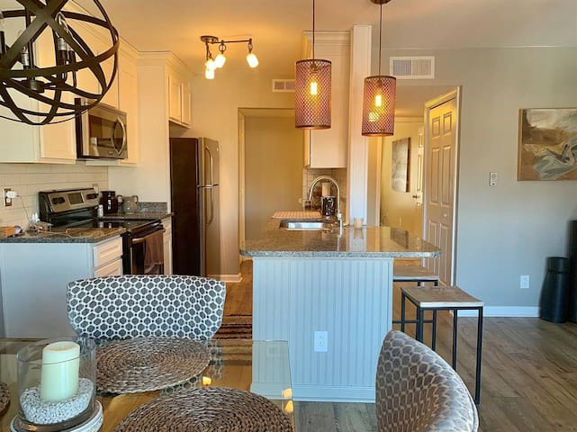 Gorgeous Condo in the heart of Frankfort!!