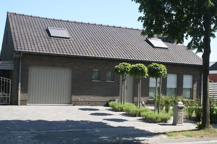 """Gezellige kamer,  """"Grigio"""" , op 11 km van Brugge"""