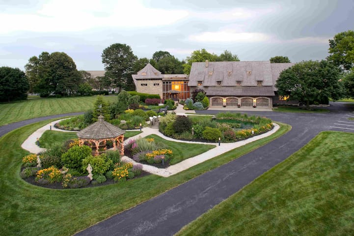 Tower Suite, Luxury Lodging in Lancaster County