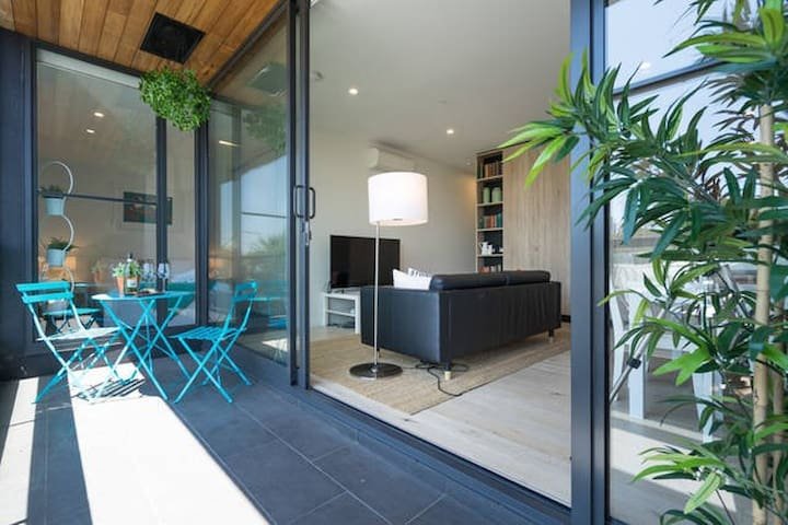 LUXURY + LOCATION, South Melbourne - South Melbourne