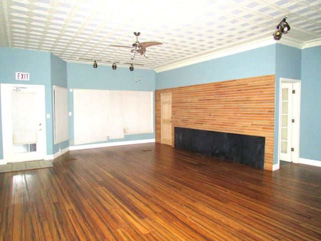 4 blocks from Washington Park - Springfield - Apartamento