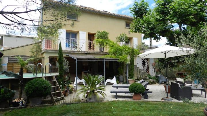 Chambre entre Orange et  Avignon