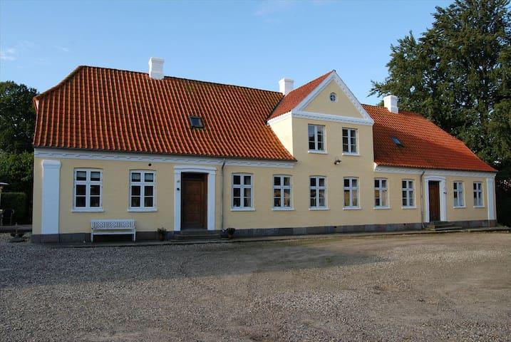 Idyllic farmhouse - Odense - House
