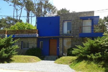 Casa totalmente equipada, 3 quarteirões da praia - Punta del Este