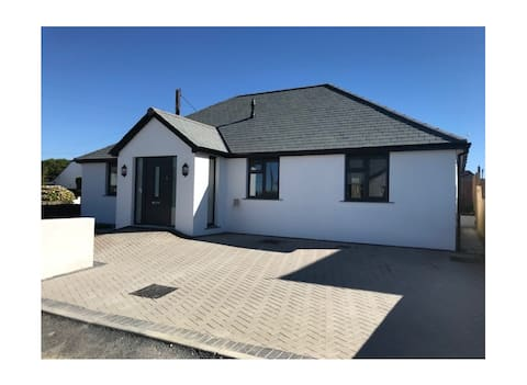 A Modern Holiday Home in the Heart of St Merryn