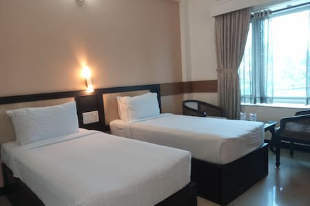 Parays-Twin Bedroom, Ac, TV