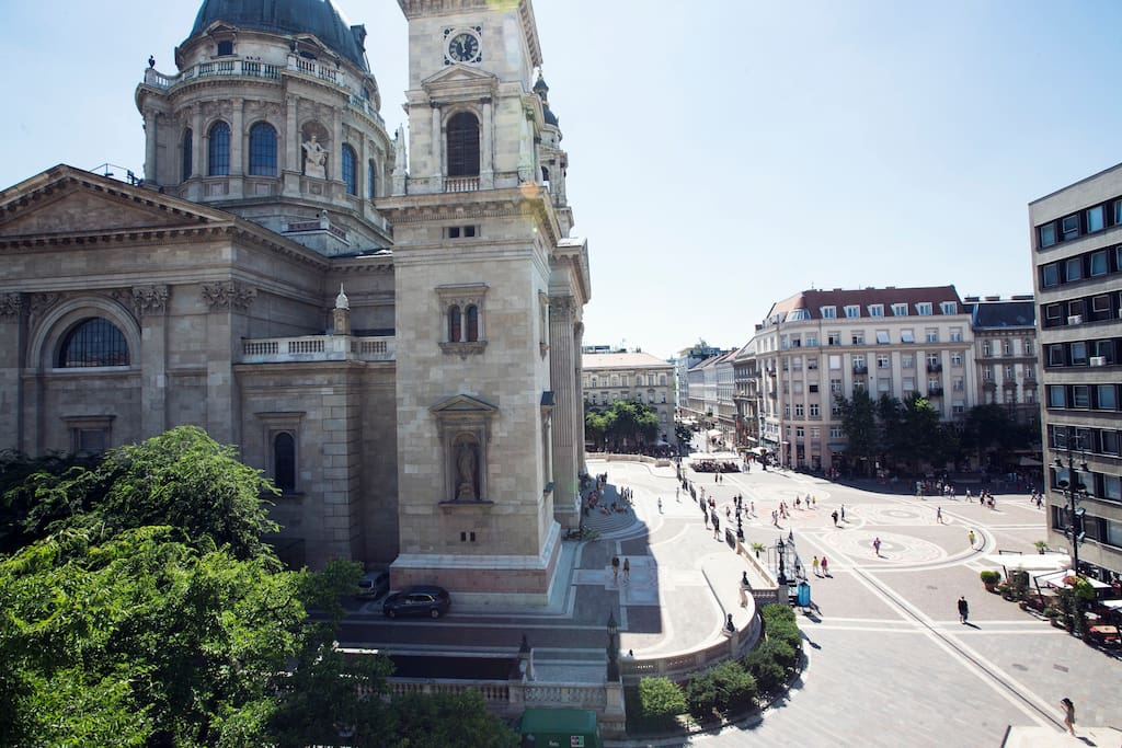 Welcome to your stunning view from this incredible top floor luxury apartment! The vibrant St. István Square right in front of the famous St. István Basilica.