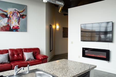 ★Extravagant Downtown Indy 5-Star Long Term Stay★