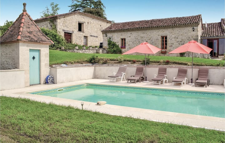 Awesome home in Bon Encontre with WiFi, Outdoor swimming pool and 3 Bedrooms